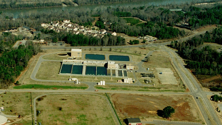 Projects: Aerial view of water treatment plant building and ponds